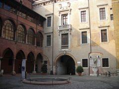 Verona - Cortile del tribunale